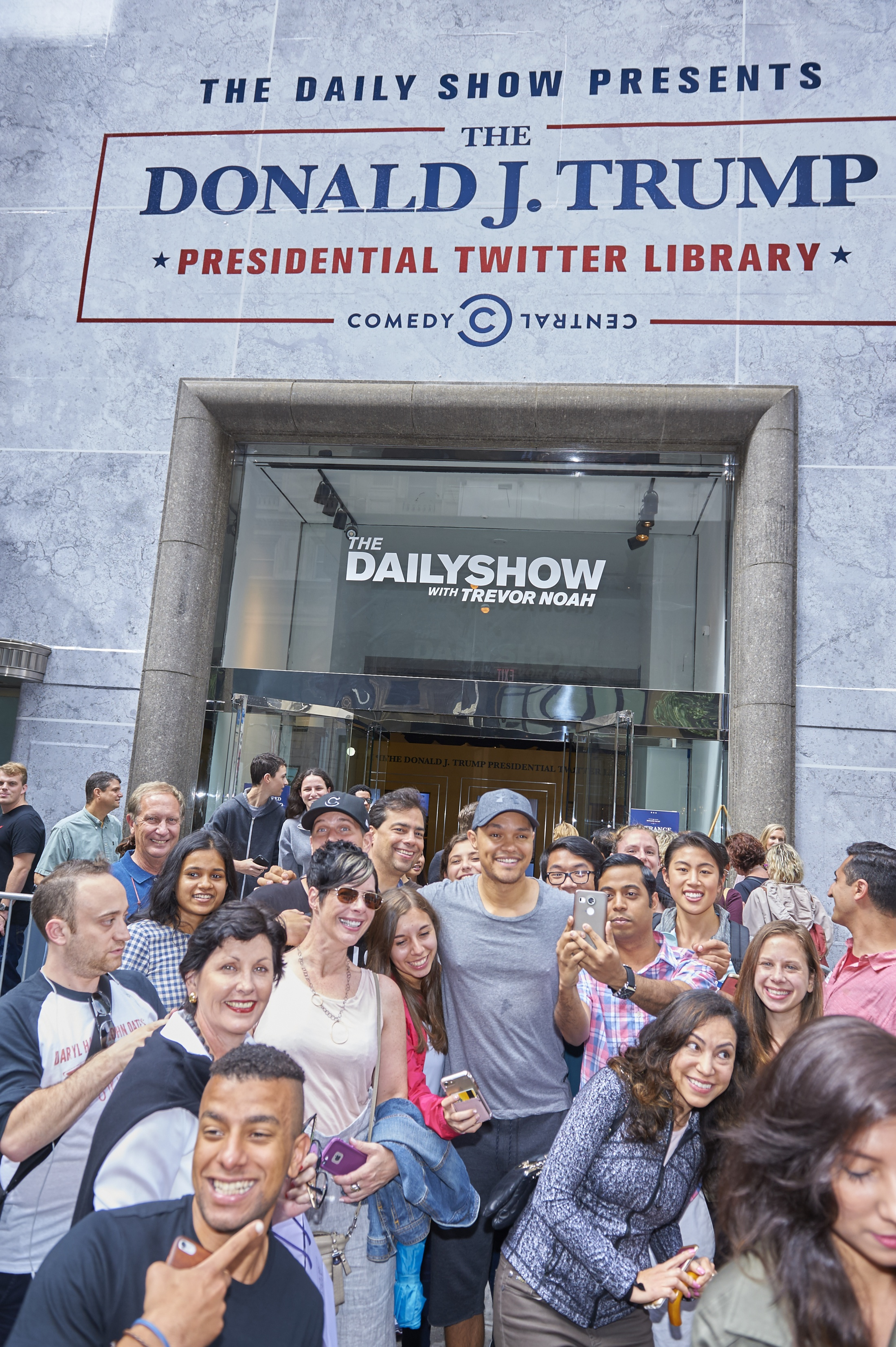 Thumbnail for THE DAILY SHOW PRESENTS THE DONALD J TRUMP PRESIDENTIAL TWITTER LIBRARY