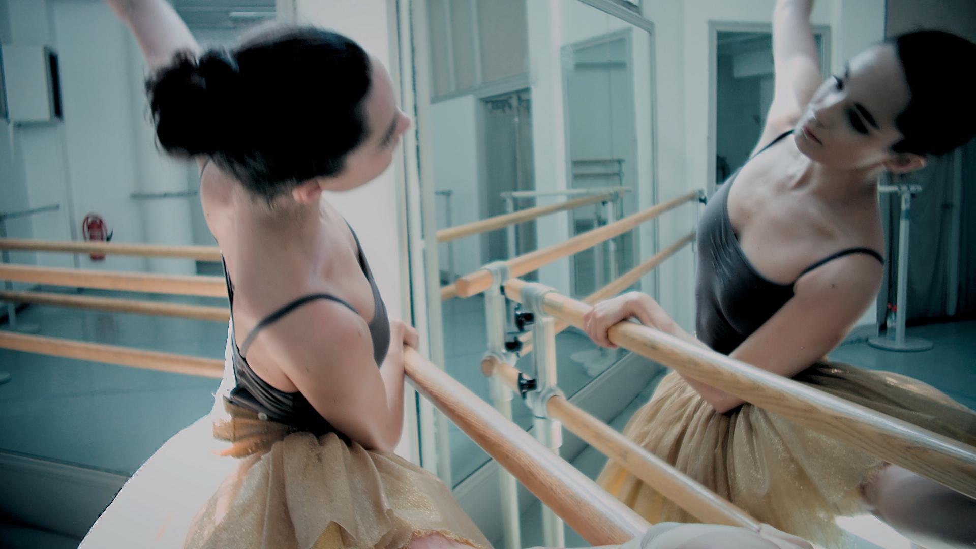 Thumbnail for Estée Lauder Presents Modern Muse Moments: Amandine Albisson