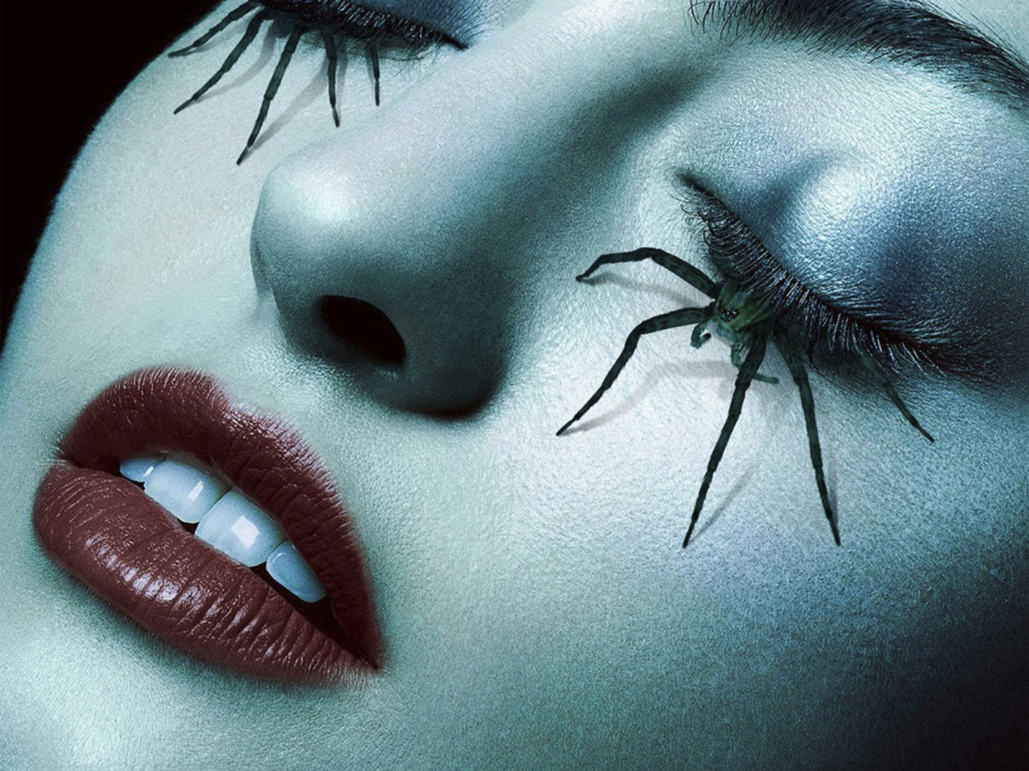 American Horror Story - Roanoke teaser bus shelter (spider lashes) Thumbnail