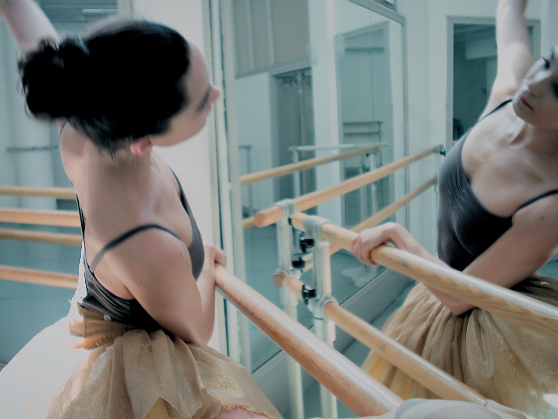 Estée Lauder Presents Modern Muse Moments Thumbnail